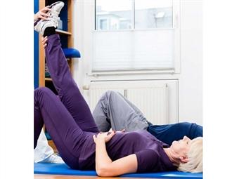 Aproveite o tempo em casa para cuidar e fortalecer as suas articulações. Temos exercícios para todas as idades!