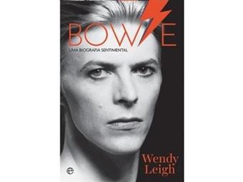 """Aproveite para ler mais! """"Bowie: Uma Biografia Sentimental"""" relata o percurso pessoal e traz uma nova perspetiva do que foi a vida do artista. Portes já incluídos."""