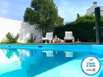 Hotel de Moura: Estadia com Pequeno-almoço num Palácio Encantado no Alentejo, com Oferta de Boas Vindas e Acesso à Piscina Exterior por 42€.