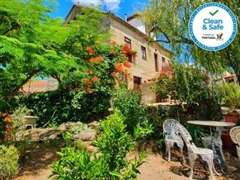 CASA do FUNDO - SEIA: 1 ou 2 Noites com Pequeno-Almoço numa pequena aldeia no sopé do Parque Natural da Serra da Estrela desde 31.50€.