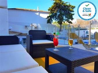 Apartamentos Turísticos Soldoiro: 2 noites com Pequeno-almoço em Albufeira, em Estúdio ou T1 Vista Mar, com acesso a Piscina desde 53€.