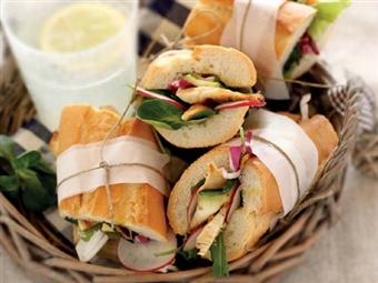 Coleção Receitas Facílimo: Baguete com peito de frango. Faça download da receita em eBook e áudio.