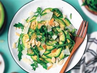Coleção Receitas Facílimo: Salada de abacate e rúcula. Faça já download do eBook e áudio.