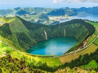 VERÃO 2021 - SÃO MIGUEL: 2 Noites no Ponta Delgada Hotel com Pequeno Almoço, Voos de Lisboa ou Porto, Transferes e Seguro desde 323€.