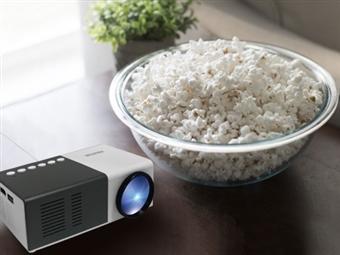 Projetor Portátil HD LED com Comando, 2 Colunas, HDMI, USB e MicroSD por 63€. Cinema em Casa! PORTES INCLUÍDOS!