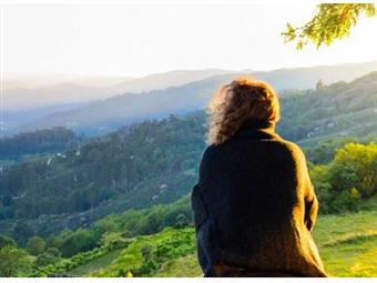 Aproveite os dias outonais para se reencontrar consigo e com a natureza. O frio e a baixa luminosidade solar marcam esta época do ano. Saiba como reagir.