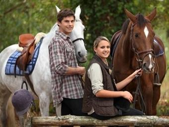 DIA de SONHO a DOIS: Baptismo a Cavalo e Almoço em Pegões + Acesso à Piscina. Passe um Dia Diferente no Campo por 29.90€.