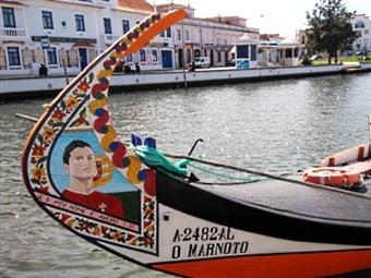 Passeio de Moliceiro ou Mercantel em Aveiro + Visita Guiada às Salinas   2 Pessoas por 31€. O Encanto de Veneza em Portugal.