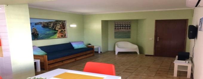 ALGARVE: 3 ou 7 Noites em Apartamento T1 para até 4 pessoas a 300 metros da Praia da Rocha em Portimão. Aproveite!