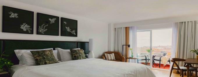 VERÃO 2021 - SÃO MIGUEL: 2 Noites no Ponta Delgada Hotel com Pequeno Almoço, Voos de Lisboa ou Porto, Transferes e Seguro.