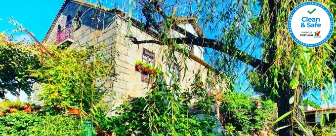 Casa do Fundo – Sustainable & Ecotourism: 1 ou 2 Noites com Pequeno-Almoço numa pequena aldeia no sopé do Parque Natural da Serra da Estrela.