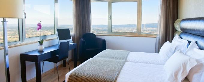 LAM Hotel dos Carqueijais 4*: 2 Noites com Bebida de Boas Vindas, Pequeno-almoço e acesso à Piscina e Courts de Ténis. Vistas Deslumbrantes!