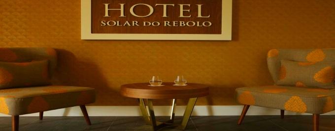 SOLAR DO REBOLO: Estadia com Pequeno Almoço em Oliveira do Hospital, Acesso a Piscina Interior Aquecida e Jacuzzi.