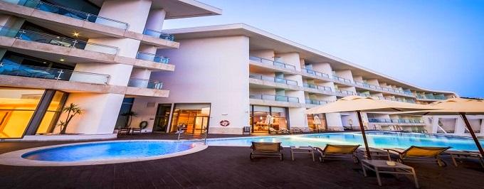 Sesimbra Hotel & Spa 4*: Estadia com Pequeno-almoço, Tratamento Vip, Jantar com Bebidas. Celebre a Vida junto ao Mar.