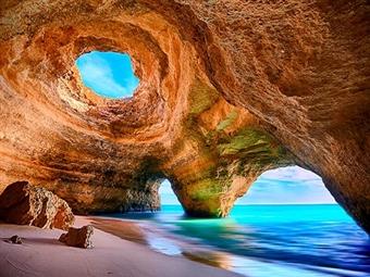 Passeio Costeiro pelas Grutas de Benagil em Portimão com a Seadolphins desde 18€. Divirta-se em Família!